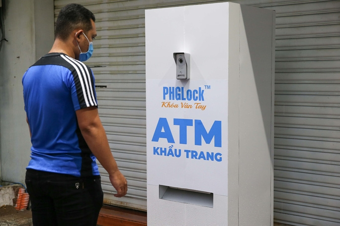 Free 'face mask ATM' makes debut in Ho Chi Minh City